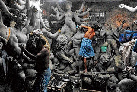 Idol maker in Kumartuli, Kolkata